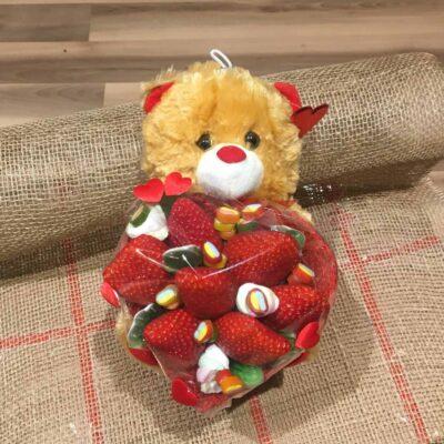 Ягодный букет с игрушечным мишкой