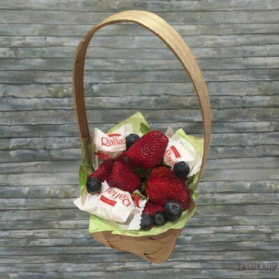 Kinkekorv maasikaga